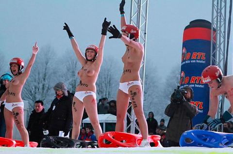 裸でソリ大会してる外国のPUNKSwwwwww★外国人エロ画像・45枚目の画像