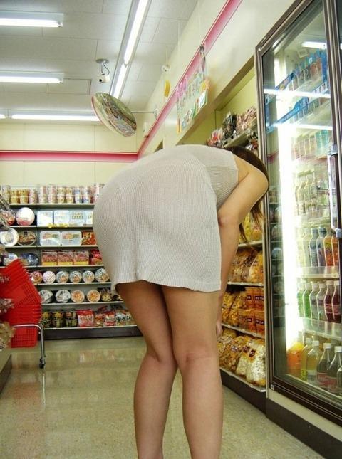 パンツが柄まで透けちゃってますがwwwwww★素人街撮りエロ画像・26枚目の画像