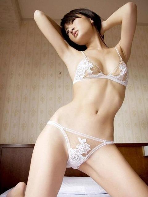 純白パンツ履いて処女のふりをするエロいお姉さんwwwwww★白下着エロ画像・12枚目の画像