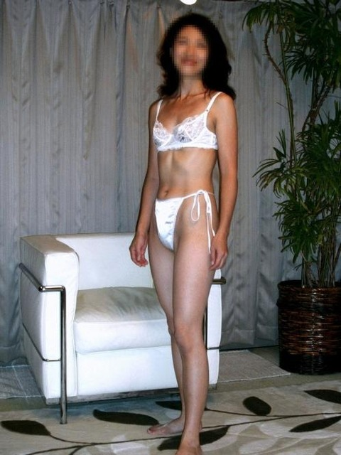 純白パンツ履いて処女のふりをするエロいお姉さんwwwwww★白下着エロ画像・20枚目の画像