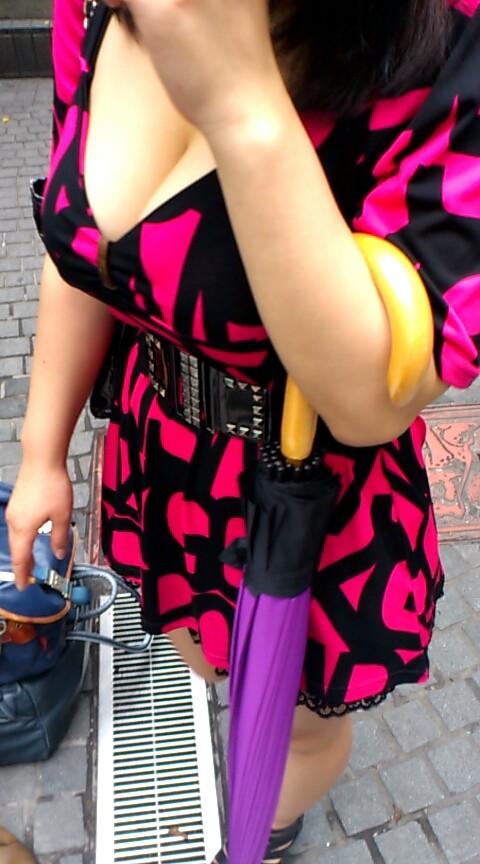 下町散歩のときに発見したロケットおっぱいを盗撮wwwwww★素人街撮りエロ画像・6枚目の画像