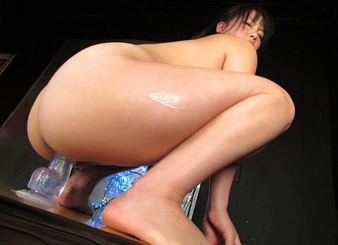 ま●こ極太のディルドぶっこんで騎乗位するオナニスト女子wwwwww★ディルドオナニーエロ画像・3枚目の画像