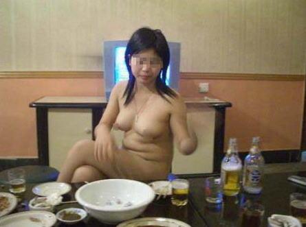 大人が大酒を食らうと大体こうなるwwwwww★素人飲み会エロ画像・33枚目の画像