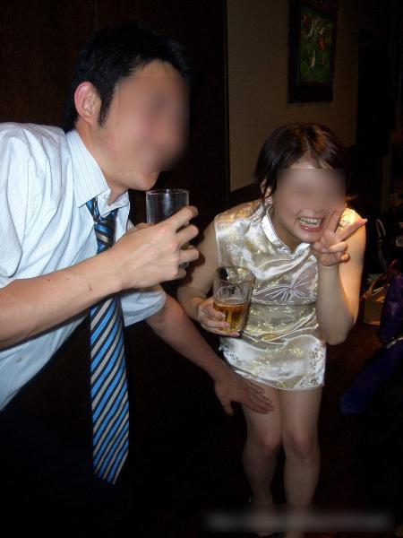 大人が大酒を食らうと大体こうなるwwwwww★素人飲み会エロ画像・7枚目の画像