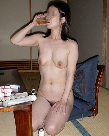 大人が大酒を食らうと大体こうなるwwwwww★素人飲み会エロ画像・25枚目の画像