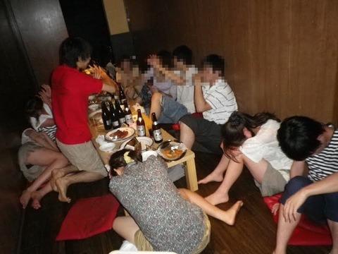 大人が大酒を食らうと大体こうなるwwwwww★素人飲み会エロ画像・19枚目の画像