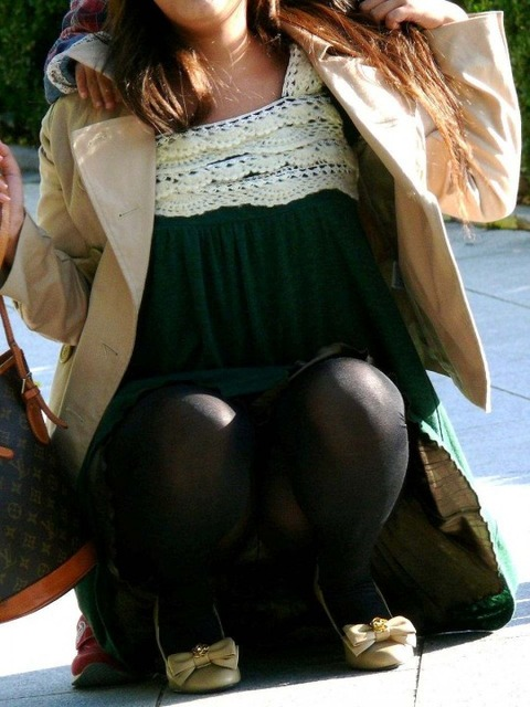 子連れママのノーガード過ぎるゆるい股間や胸元がこれwwwwwww★素人街撮りエロ画像・18枚目の画像