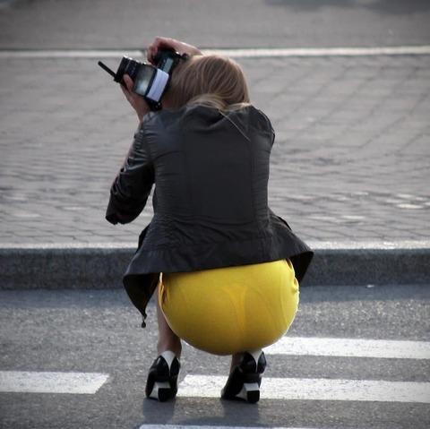 パンツが柄までしっかり透けて人目に晒されてるんですがwwwwwww★素人街撮りエロ画像・3枚目の画像