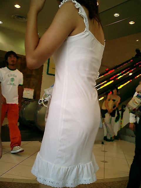パンツが柄までしっかり透けて人目に晒されてるんですがwwwwwww★素人街撮りエロ画像・24枚目の画像