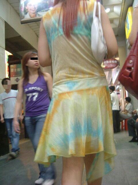 パンツが柄までしっかり透けて人目に晒されてるんですがwwwwwww★素人街撮りエロ画像・18枚目の画像