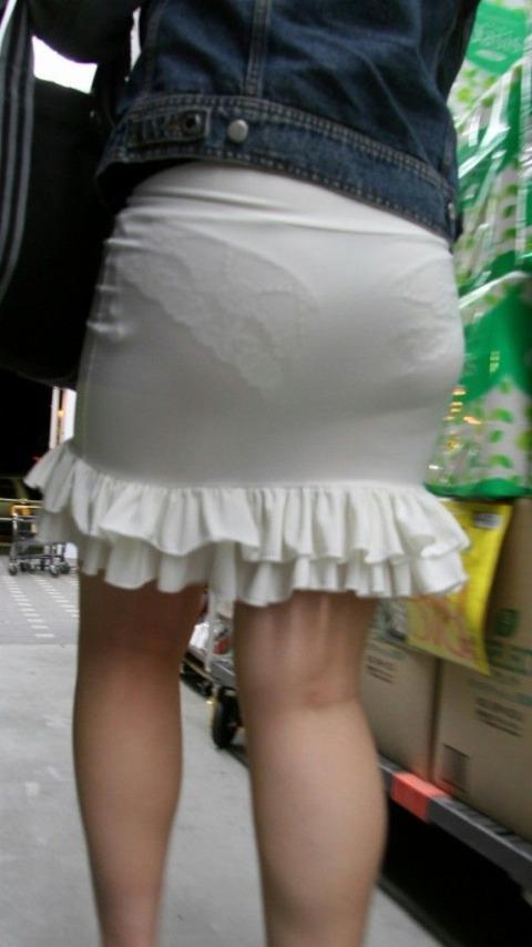 パンツが柄までしっかり透けて人目に晒されてるんですがwwwwwww★素人街撮りエロ画像・5枚目の画像