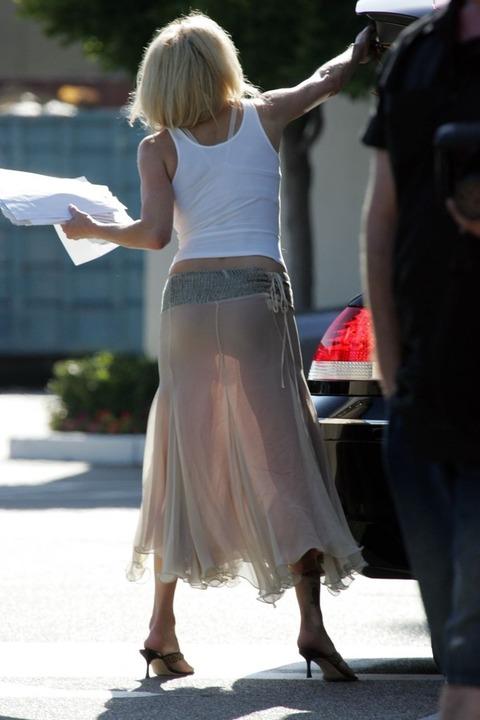 パンツが柄までしっかり透けて人目に晒されてるんですがwwwwwww★素人街撮りエロ画像・12枚目の画像
