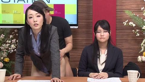 【 悲報 】女子アナが生放送で下半身が全快wwwwwww・4枚目の画像