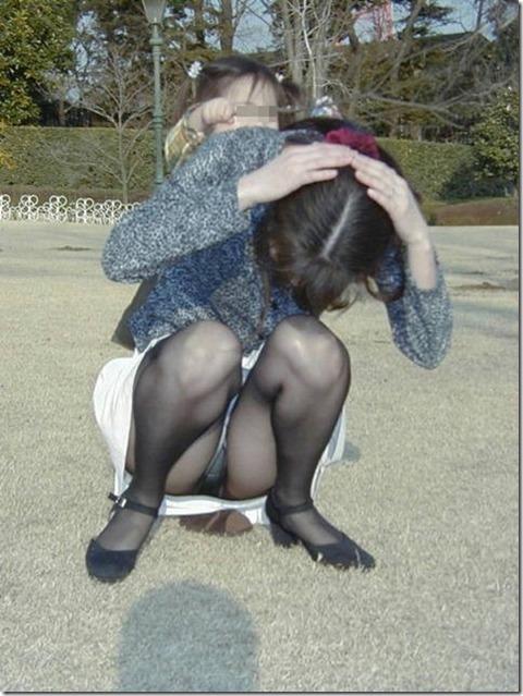 子連れママのゆる~い股間エロ★素人パンチラエロ画像・30枚目の画像