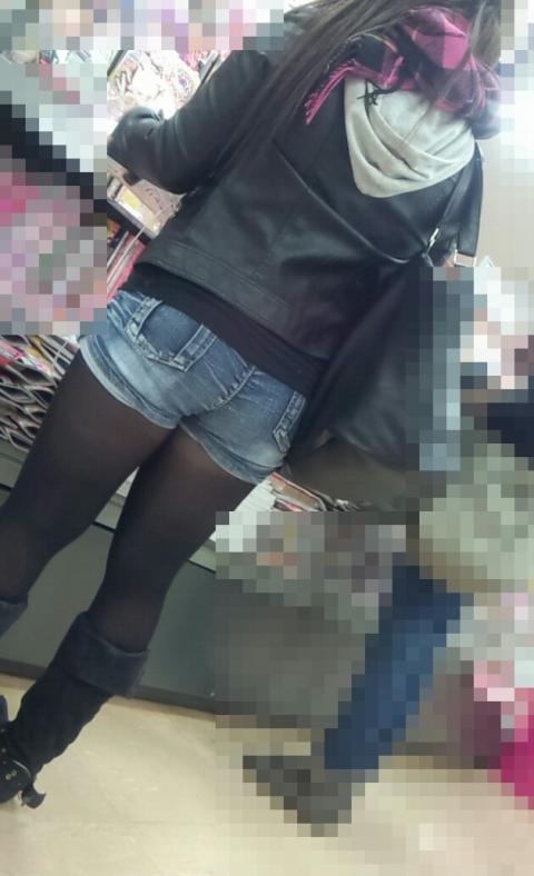 ホットパンツ女の強烈な尻のめり込み良いわぁwwwwwww★素人街撮りエロ画像・34枚目の画像