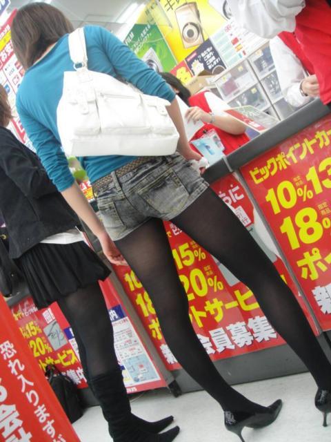 ホットパンツ女の強烈な尻のめり込み良いわぁwwwwwww★素人街撮りエロ画像・35枚目の画像