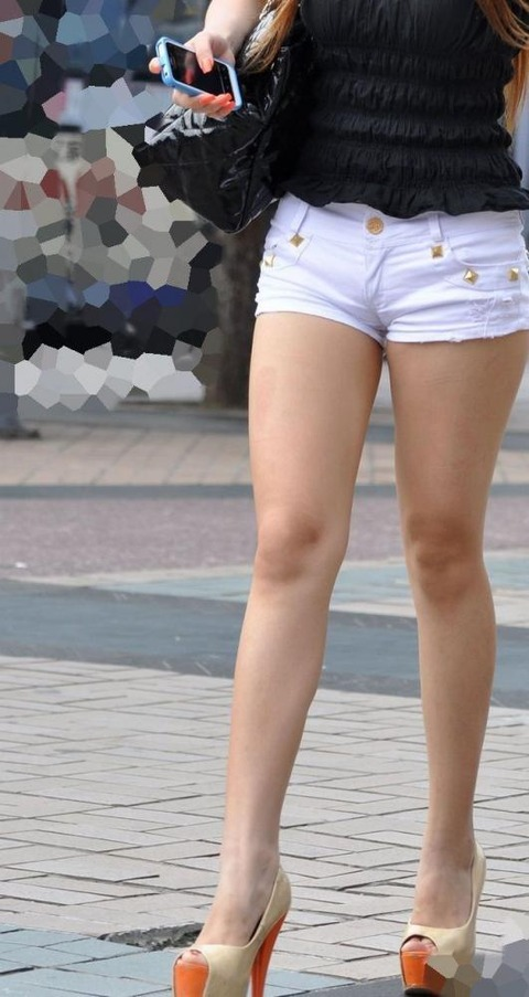 ホットパンツ女の強烈な尻のめり込み良いわぁwwwwwww★素人街撮りエロ画像・26枚目の画像