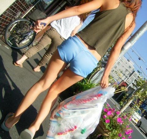 ホットパンツ女の強烈な尻のめり込み良いわぁwwwwwww★素人街撮りエロ画像・28枚目の画像