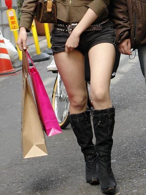 ホットパンツ女の強烈な尻のめり込み良いわぁwwwwwww★素人街撮りエロ画像・23枚目の画像