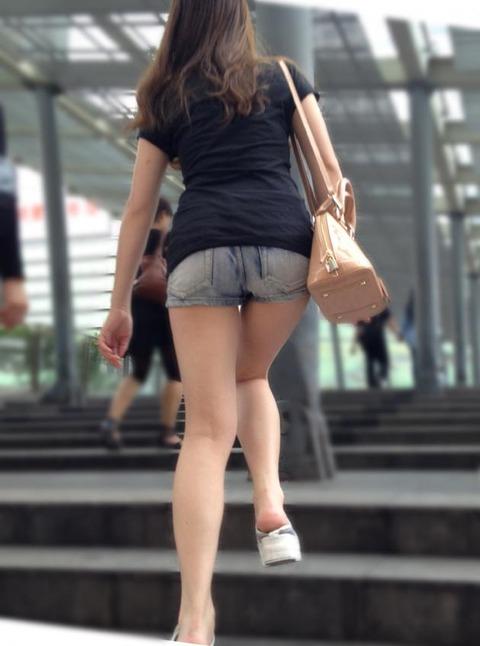 ホットパンツ女の強烈な尻のめり込み良いわぁwwwwwww★素人街撮りエロ画像・14枚目の画像