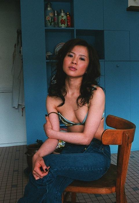 三浦理恵子おっぱい画像!!乳首の色が半端なくキレイwww 三浦理恵子ヌード画像・4枚目の画像