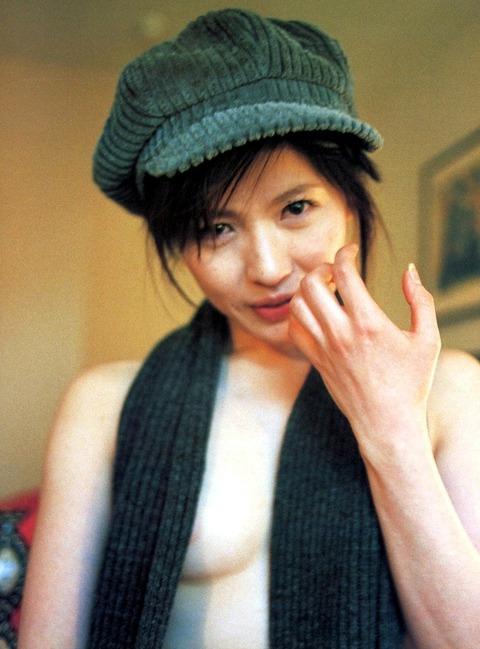 三浦理恵子おっぱい画像!!乳首の色が半端なくキレイwww 三浦理恵子ヌード画像・7枚目の画像