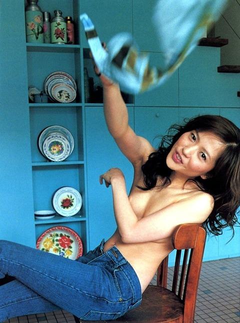 三浦理恵子おっぱい画像!!乳首の色が半端なくキレイwww 三浦理恵子ヌード画像・9枚目の画像