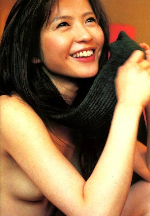 三浦理恵子おっぱい画像!!乳首の色が半端なくキレイwww 三浦理恵子ヌード画像・19枚目の画像