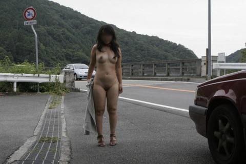 外で全裸になる淫乱な女たちがまじ変態すぎるwwwwwww★野外露出エロ画像・11枚目の画像