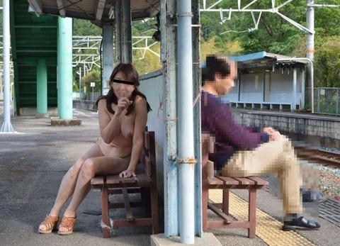 外で全裸になる淫乱な女たちがまじ変態すぎるwwwwwww★野外露出エロ画像・3枚目の画像