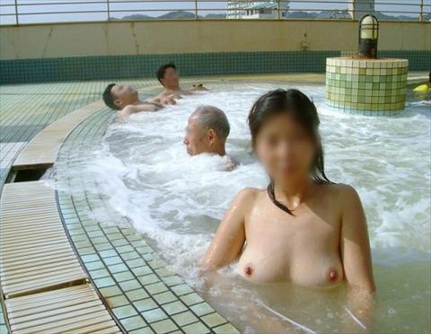 混浴・女風呂・露天風呂ですっぽんぽんになってる女の子のエロ画像★・41枚目の画像