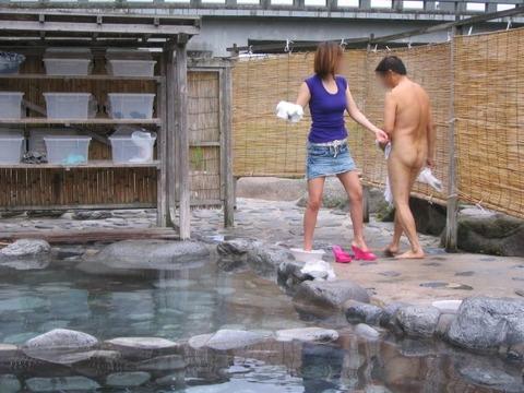 混浴・女風呂・露天風呂ですっぽんぽんになってる女の子のエロ画像★・6枚目の画像