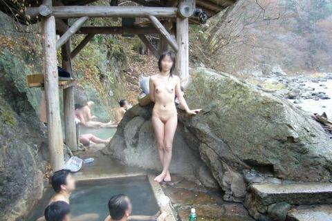 混浴・女風呂・露天風呂ですっぽんぽんになってる女の子のエロ画像★・31枚目の画像