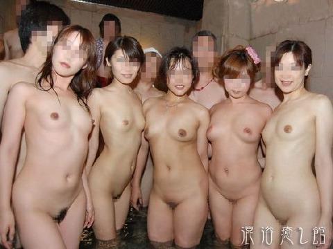 混浴・女風呂・露天風呂ですっぽんぽんになってる女の子のエロ画像★・3枚目の画像