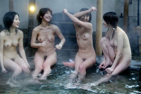混浴・女風呂・露天風呂ですっぽんぽんになってる女の子のエロ画像★・24枚目の画像