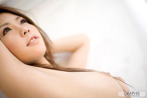 【画像】真田春香(26)美乳が本気エロヤバのサラ髪ヌードをご覧ください★AV女優エロ画像・29枚目の画像