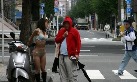 街に溶け込みながら露出を繰り返すベテラン露出狂の素人さんwwwwwwww(画像あり)・19枚目の画像