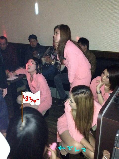 【速報】ピンクコンパニオン付きの新年会楽しすぎてヤバイwwwwwwww(画像あり)・4枚目の画像