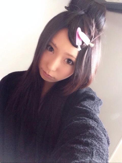 AV女優・有村千佳のSNSがR18過ぎる件「レイヤー画像も卑猥」「おっぱい丸見え…」(エロ画像あり)・4枚目の画像