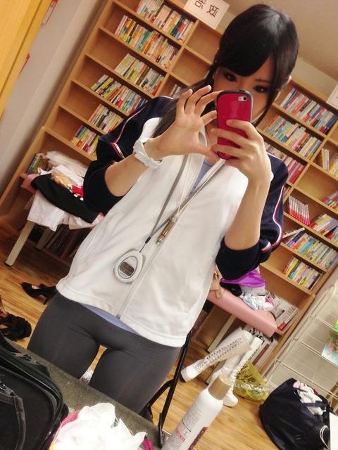 AV女優・有村千佳のSNSがR18過ぎる件「レイヤー画像も卑猥」「おっぱい丸見え…」(エロ画像あり)・30枚目の画像