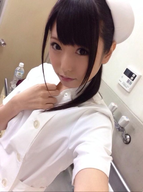AV女優・有村千佳のSNSがR18過ぎる件「レイヤー画像も卑猥」「おっぱい丸見え…」(エロ画像あり)・20枚目の画像