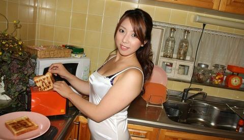 【個人撮影】痴女の義姉とキッチンで新年の挨拶代わりにパコってきたwwwwwwwハメ撮りエロ画像★・19枚目の画像