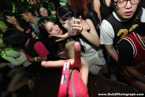 韓国のクラブにいるKARAみたいな韓国美女が抜けるエロ画像37枚・8枚目の画像