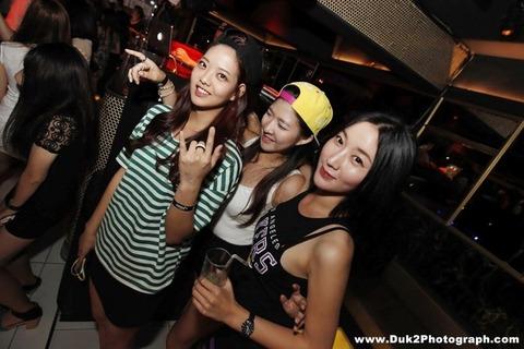 韓国のクラブにいるKARAみたいな韓国美女が抜けるエロ画像37枚・3枚目の画像