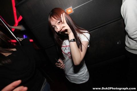 韓国のクラブにいるKARAみたいな韓国美女が抜けるエロ画像37枚・22枚目の画像