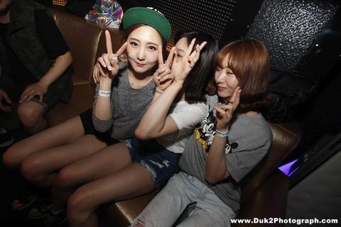 韓国のクラブにいるKARAみたいな韓国美女が抜けるエロ画像37枚・25枚目の画像