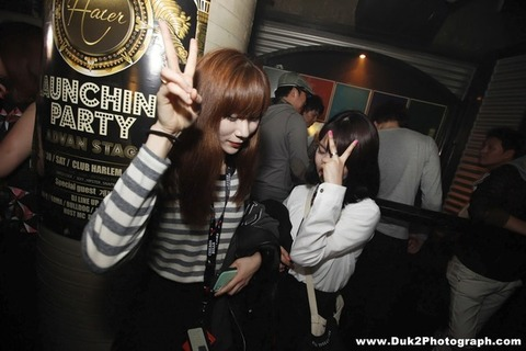 韓国のクラブにいるKARAみたいな韓国美女が抜けるエロ画像37枚・19枚目の画像