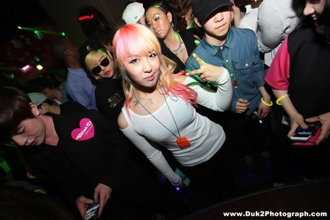 韓国のクラブにいるKARAみたいな韓国美女が抜けるエロ画像37枚・12枚目の画像