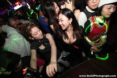 韓国のクラブにいるKARAみたいな韓国美女が抜けるエロ画像37枚・6枚目の画像