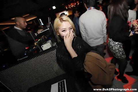 韓国のクラブにいるKARAみたいな韓国美女が抜けるエロ画像37枚・21枚目の画像